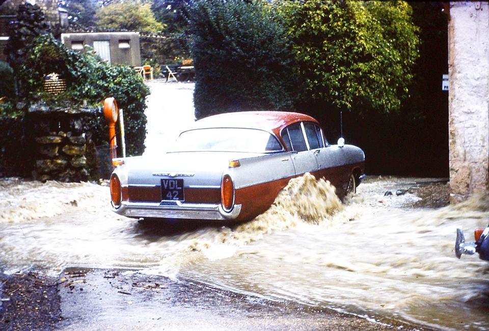 VDL42 Vauxhall Cresta