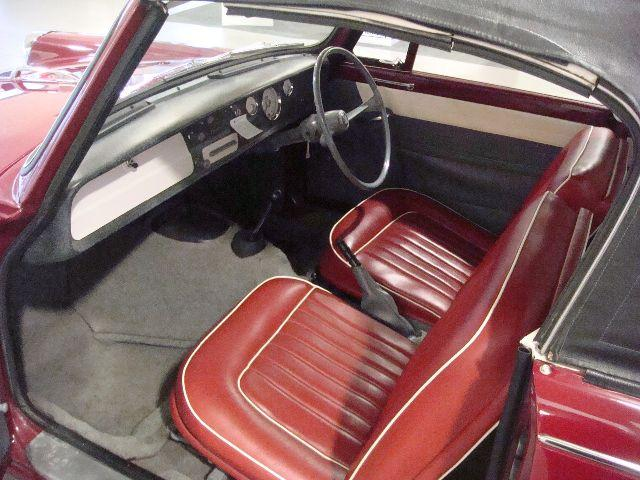 Typical AMI seats - but not matching the door cards